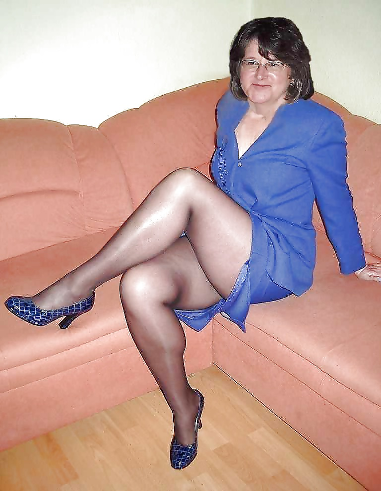 Pantyhose Galleries Older Kiss. Free mature, granny and hot.