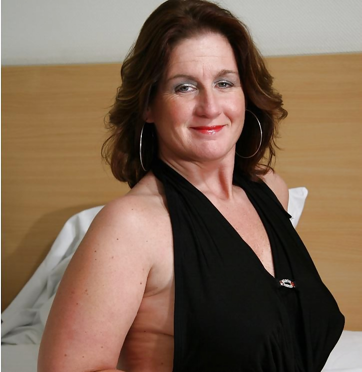 Mature and Milf Pictures: Sexy Curvy Mature Milf Shelly